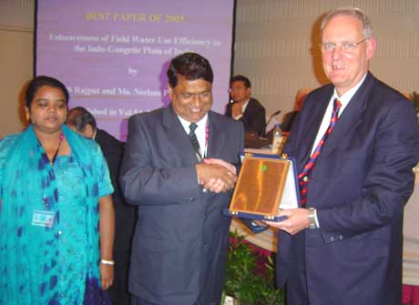 Dr. Rajput and Dr. Neelam Patel receiving Award from President Lee